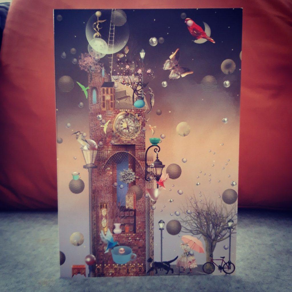 Grußkarten Ilona Reny: Alter Turm mit Schmetterlingen und Vögeln und einer Katze bei Abenddämmerung
